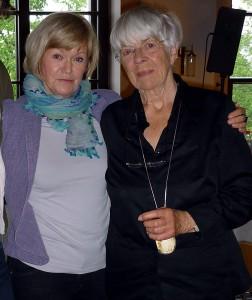 Inge Heym (rechts) mit Dr. ulrike uhlig, Vorstandsvorsitzende der Internationalen Stefan-Heym-Gesellschaft. Foto: Kerstin Orantek