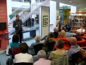 Michael Müller vom Vorstand eröffnet die Kabinettausstellung in Chemnitz.
