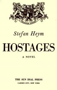 """Das Vorsatzblatt von Heyms Debütroman """"Hostages"""" (hier die Ausgabe von Sun Dial Press, New York, 1943) zeigt das Wappen der tschechoslowakischen Republik mit dem Wahlspruch """"Pravda vítězí"""" – """"Die Wahrheit siegt"""". Repro: M. Müller"""