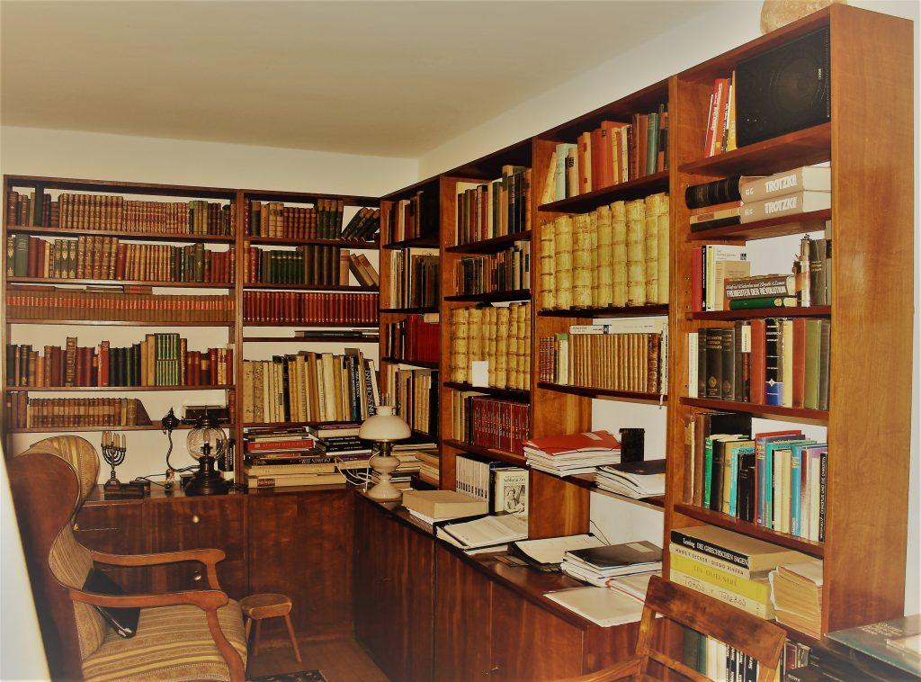 Stefan Heyms Arbeitsbibliothek in seinem Haus in Berlin-Grünau.